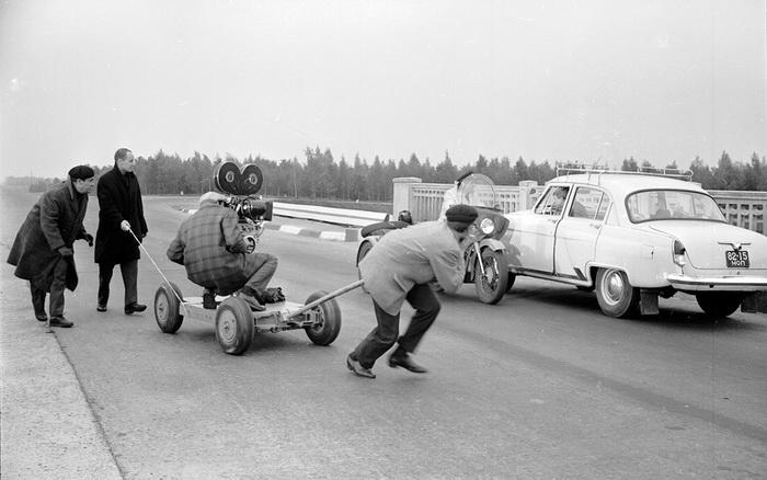 На новом шоссе снимались знаменитые сцены погони из фильма «Берегись автомобиля»