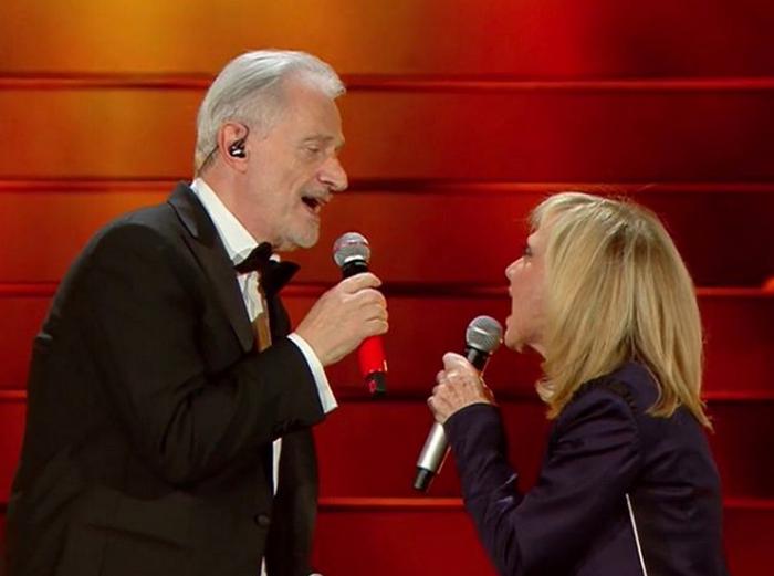 Рита Павоне и Амедео Минги во время исполнения песни на фестивале