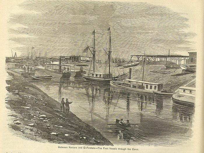 Первые суда, движущиеся по Суэцкому каналу