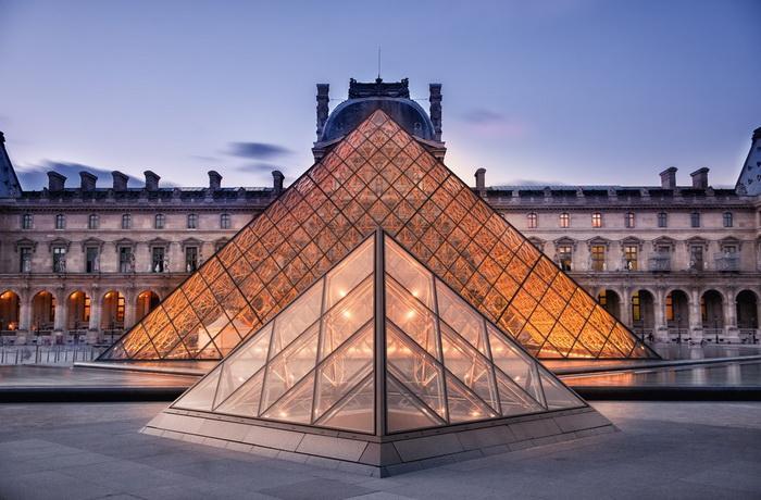 Музей Лувра в Париже