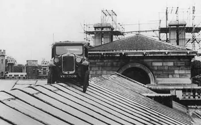 Результат ночного лазания по стенам Кембриджа, 7 июня 1958 года