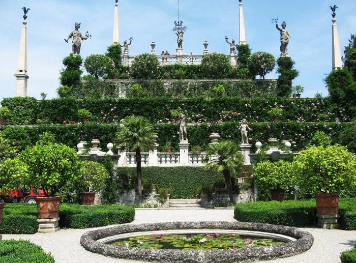 Висячие сады в подражание вавилонским уже несколько веков создают по всему миру