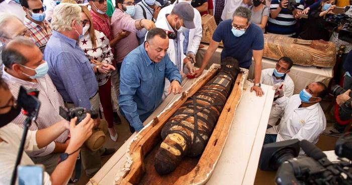 В саркофагах Саккары найдены мумии жрецов и вельмож Древнего Египта