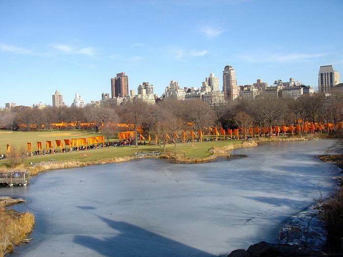 В 2005 году был осуществлен проект «Ворота» в Центральном парке Нью-Йорка. Семь с половиной тысяч оранжевых «ворот» растянулись на 37 километров