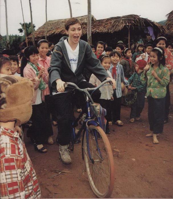 На протяжении долгого времени Эмманюэль является послом доброй воли «ЮНИСЕФ»