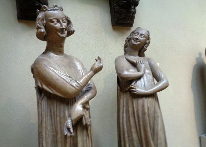 Скульптуры XIII века из собора в Страсбурге, символизируют Искусителя и Деву