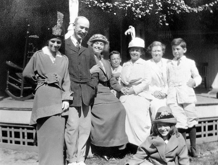 Доктор Джордж Сопер с семьей