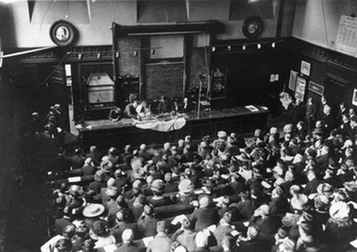 Перед ученым сообществом Мюррей снимала покровы с одной из мумий