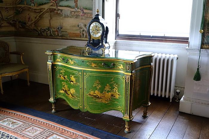 Лондонские аристократы с готовностью покупали роскошную мебель, а Чиппендейл был готов ее производить