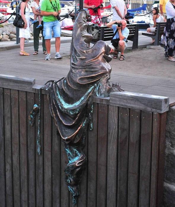 Скульптура с другого ракурса