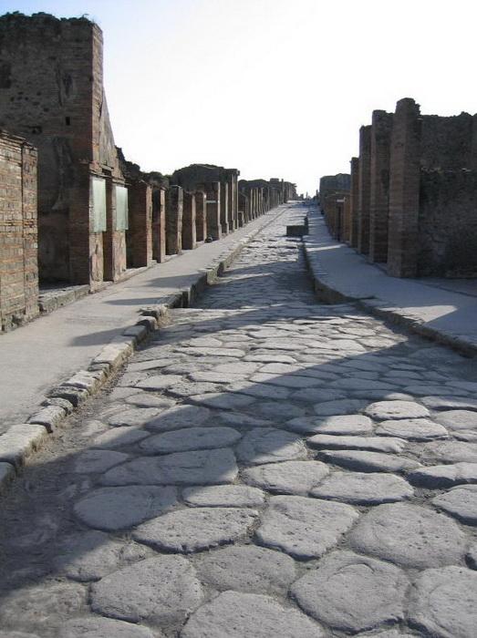 В городах дороги были вымощены крупными камнями