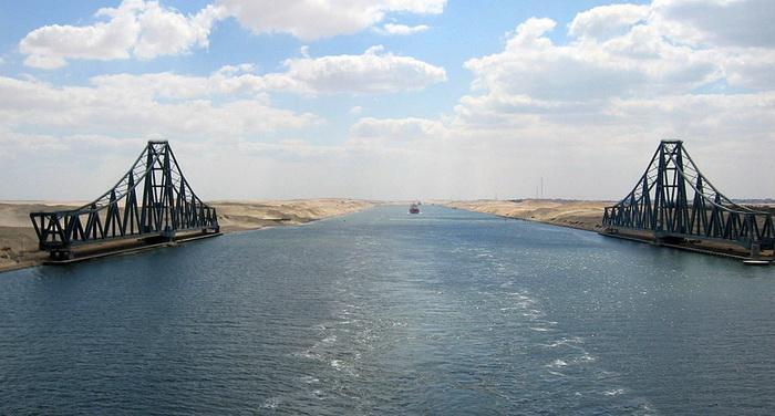 Железнодорожный мост Эль-Фердан через Суэцкий канал, самый длинный в мире поворотный мост