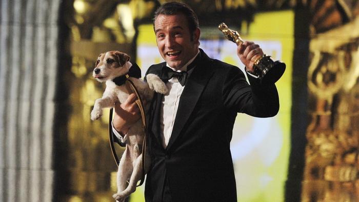Пес Угги из «Артиста» сыграл одну из трех главных ролей в фильме и, возможно, обеспечил картине «Оскара»