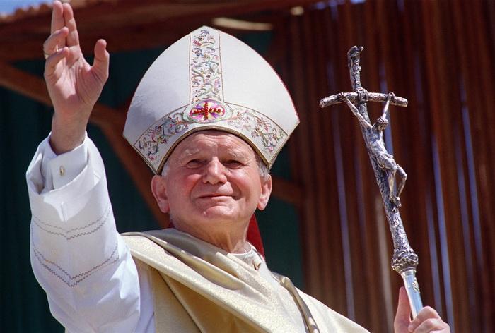 Папа римский Иоанн Павел II скончался 2 апреля 2005 года