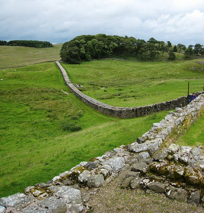 Вал Адриана - северная граница римской Британии протяженностью 117 км