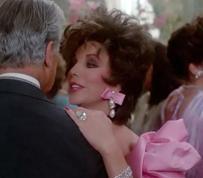 «Династия» стала для Коллинз триумфом; а ведь первоначально на роль Алексис приглашали Софи Лорен