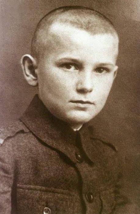 Кароль Войтыла во время учебы в гимназии