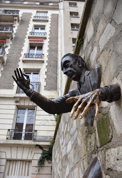Рассказ, который дал идею скульптуре, был написан в 1943 году
