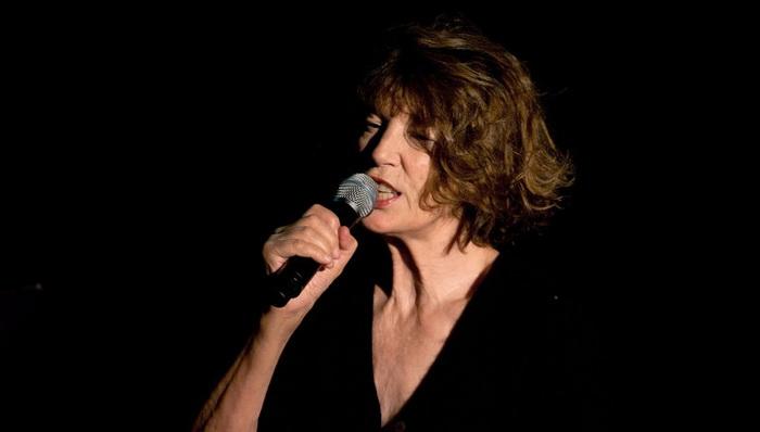 Джейн Биркин во время концерта