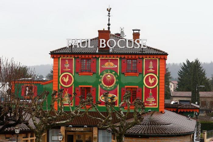 По гиду 2020 года знаменитый ресторан Поля Бокюза, который с 1965 года признавался «трехзвездочным», оказался удостоен лишь двух звезд Мишлен