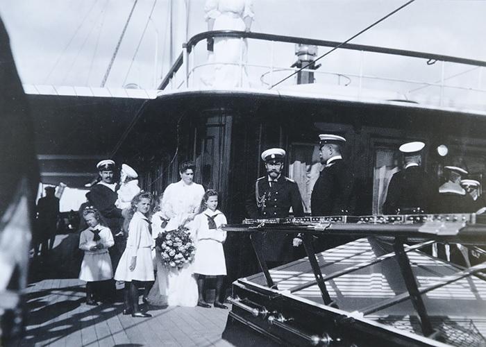 Императорская семья на яхте