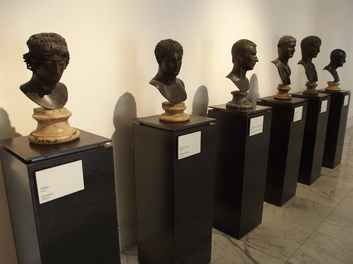 Бюсты Виллы папирусов в Национальном арÑеологическом музее Неаполя