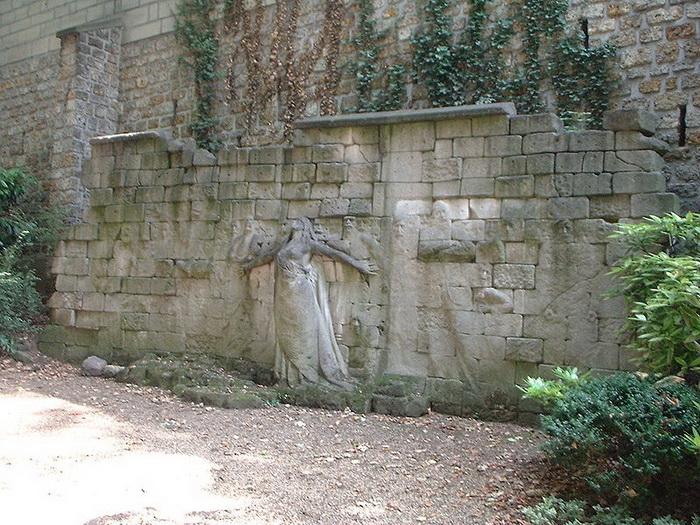 Стена коммунаров
