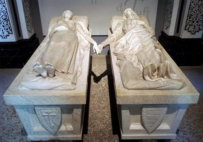 Мраморные саркофаги