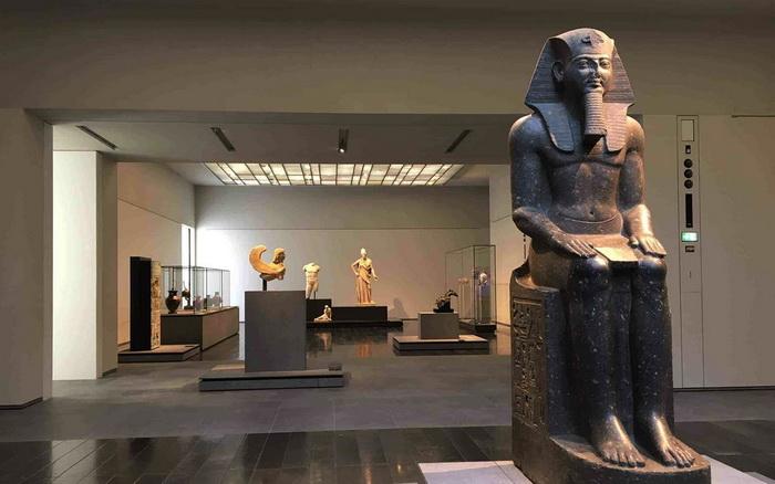 Экспозиция музея в Абу-Даби