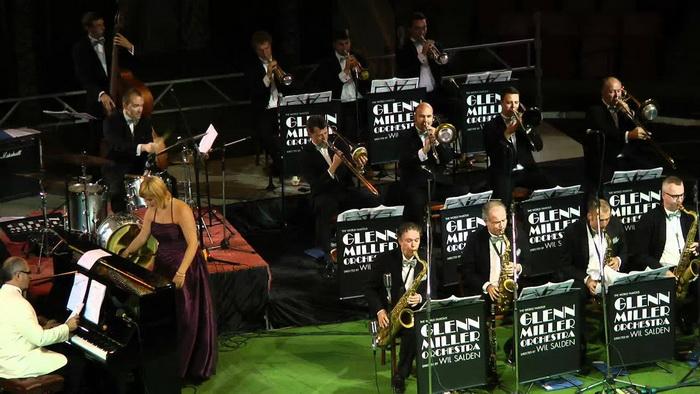А оркестр Гленна Миллера продолжает существовать и давать концерты по всему миру