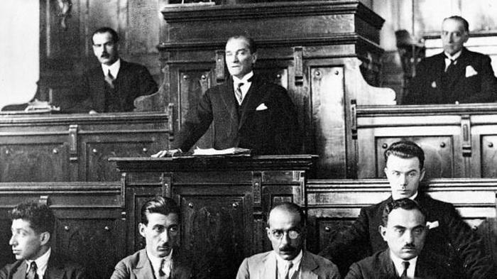 Ататюрк в парламенте