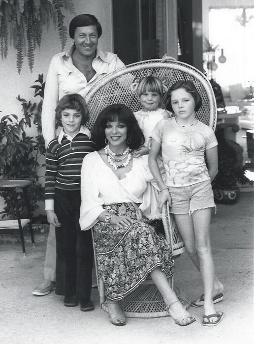 Джоан с третьим мужем Роном Кассом и детьми от второго и третьего браков