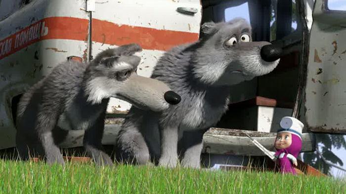 Волки, живущие в заброшенной машине «Скорой помощи», Машу побаиваются