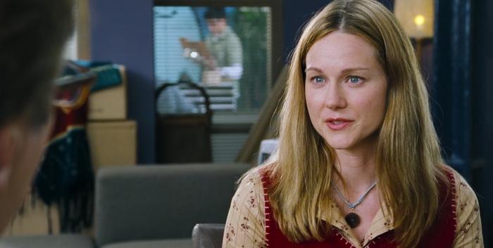 Для роли Сары режиссер искал «кого-то вроде Лоры Линни», и после большого количества неудачных проб директор по кастингу решил пригласить именно Лору Линни