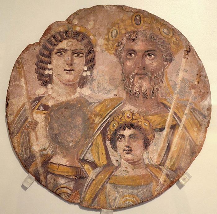 С этого древнеримского изображения был удален портрет Геты, брата императора Каракаллы, убитого по приказу последнего