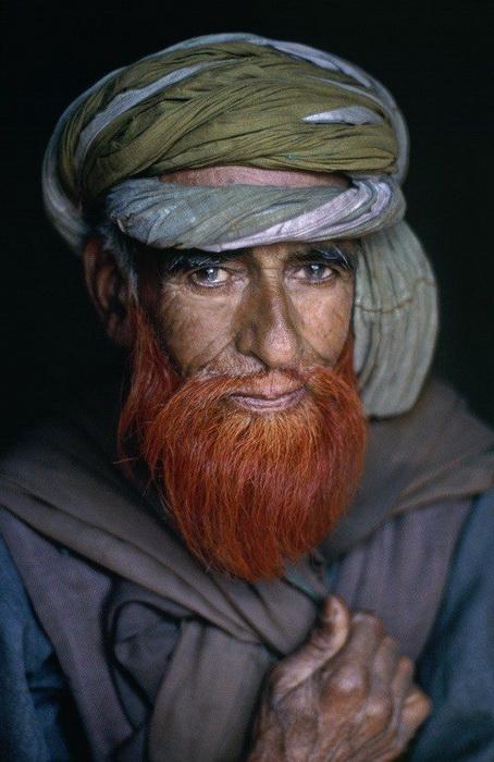 Бороду обычно красят хной