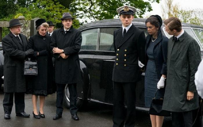 Две жены Уилсона встретились на его похоронах. Из сериала «Миссис Уилсон»