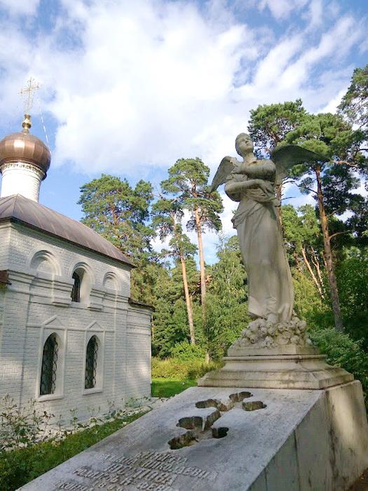 Скульптура в усадьбе Архангельское