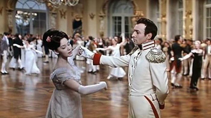 Петербургские придворные балы были куда более блестящими, чем московские