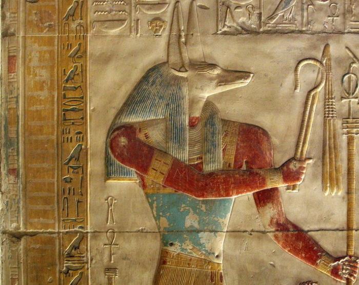 Упуаут - египетский бог в образе волка, проводник в мир умерших