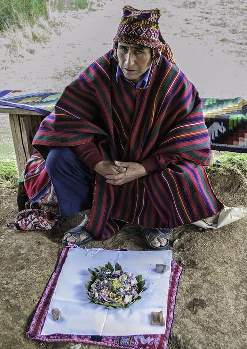Во многих племенах и сейчас шаман - «проводник» в особое состояние сознания