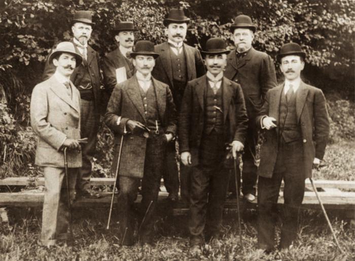 Мустафа Кемаль вместе с османскими наблюдателями на военных маневрах в Пикардии, 1910 г.