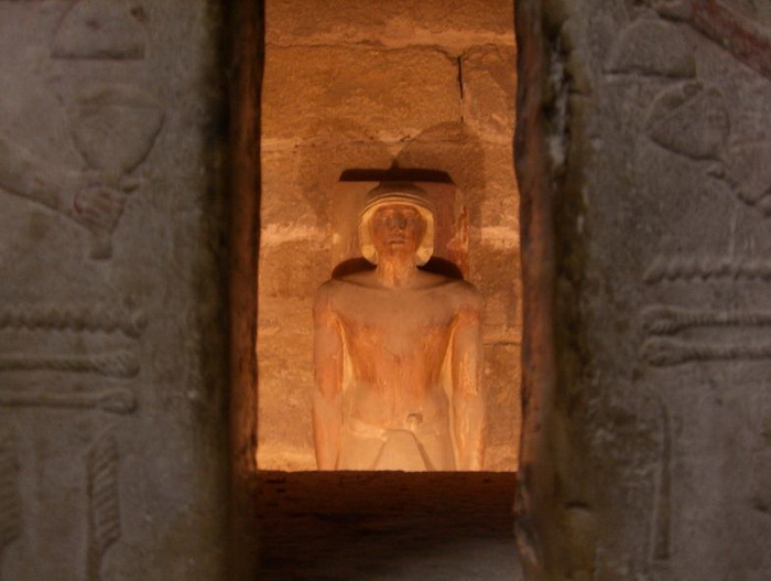 Предполагалось, что за всем происходящим в гробнице наблюдают духи и разные ипостаси души покойного