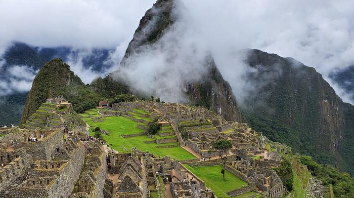 Мачу-Пикчу - город инков в горах. Название, данное инками, как и период основания, неизвестны
