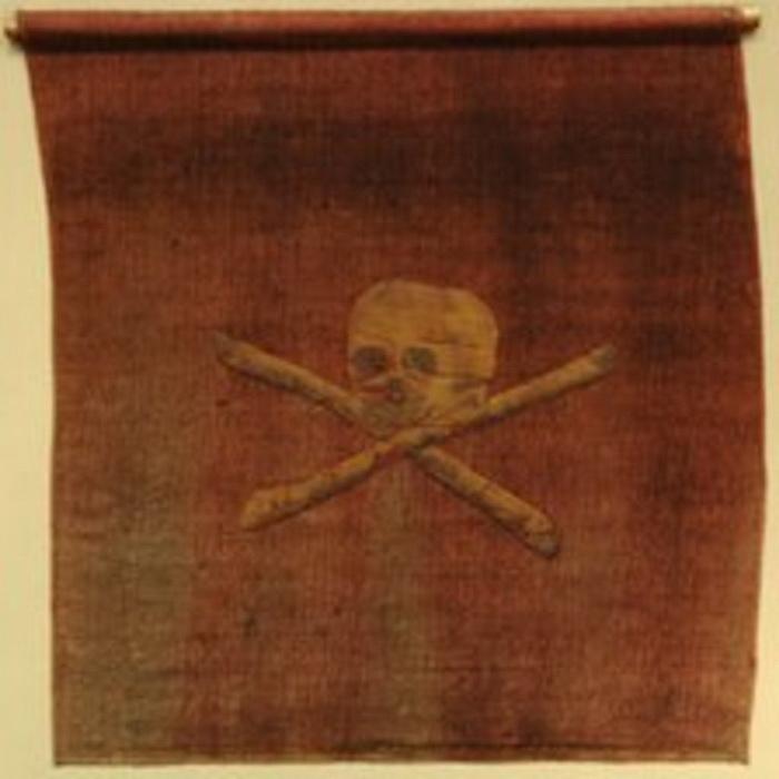 Веселый Роджер на красном фоне. Флаг XVIII века