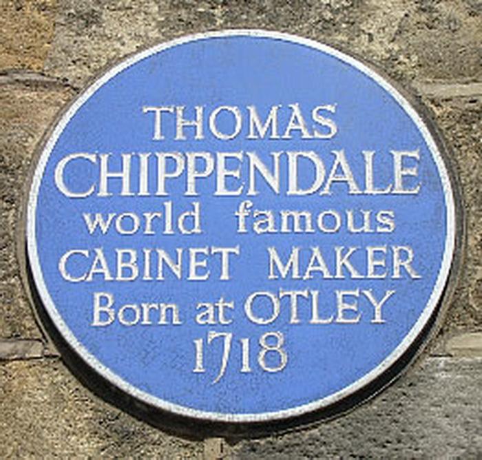 Памятная табличка на доме, где родился Томас Чиппендейл