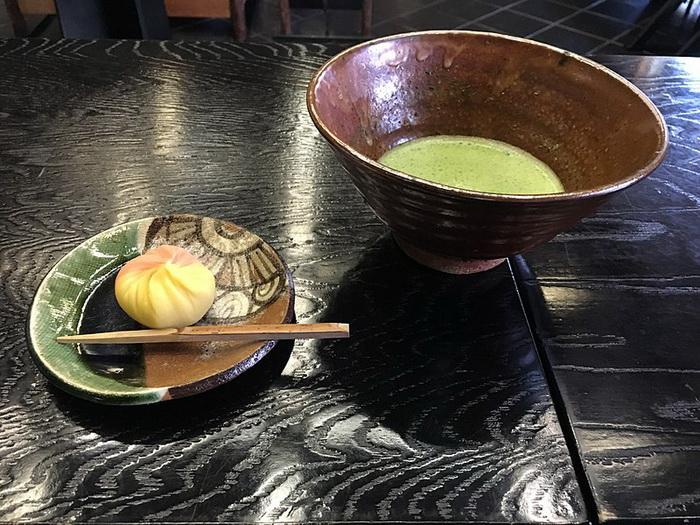 Во время японской чайной церемонии используется чай маття