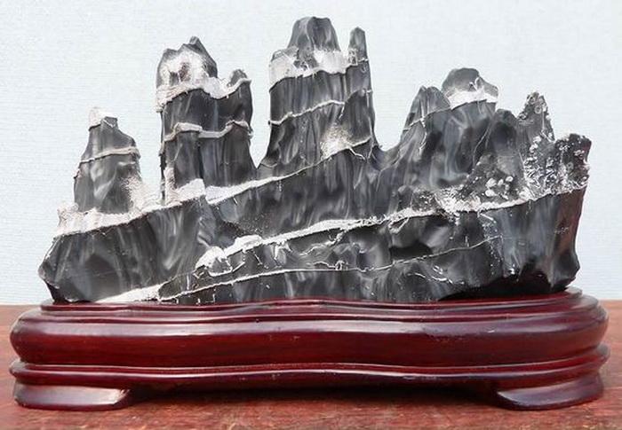 Камни особенно причудливых форм называются «тайху-ши»