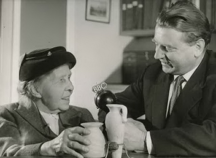 97-летняя Маргарет дает интервью BBC
