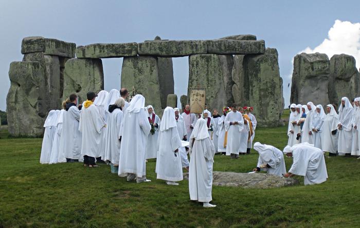 Эта религия предполагает проведение ритуалов рядом с древними мегалитами